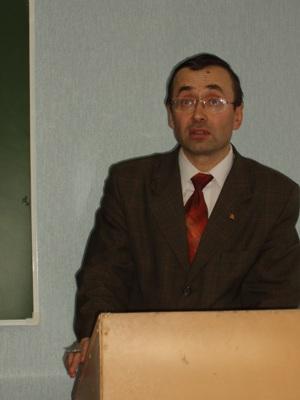 выступает профессор Золотов руководитель Нижегородского отделения Фонда рабочей академии.