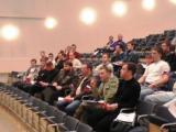 делегаты внимательно слушают
